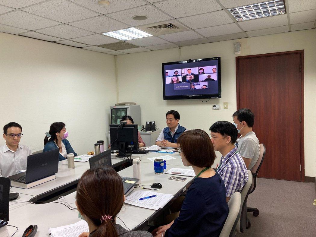 日前,關務署與宏都拉斯海關舉行首次視訊會議,分享及交流各項關務措施,開啟合作契機...