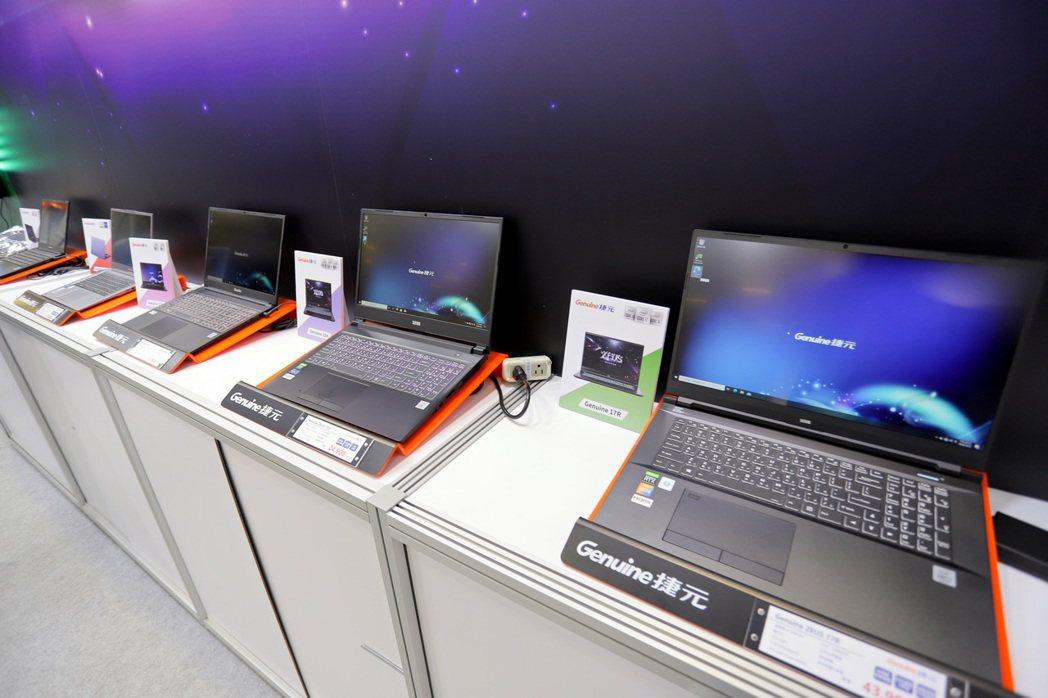 捷元旗下全線電競桌機、筆電等全線產品也於資訊月展售。 彭子豪/攝影