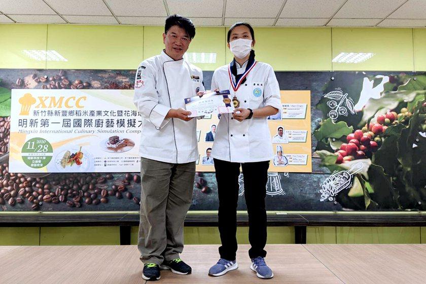 中國科大觀管系廖紋妮同學榮獲銅牌獎。 校方/提供