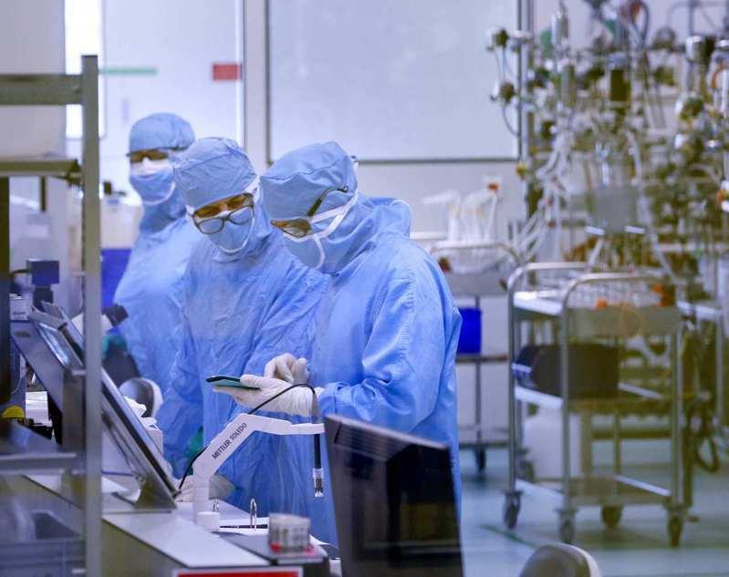 巴西衛生部今天表示,過去24小時新增4萬3900人確診感染2019冠狀病毒疾病(COVID-19),累計確診攀升至678萬1799例。(路透)