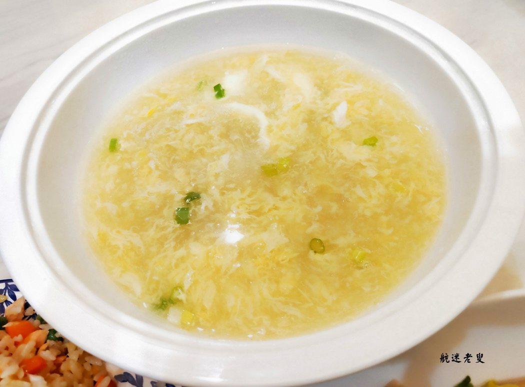 用剩下的半罐玉米粒做碗玉米蛋花濃湯配炒飯吃
