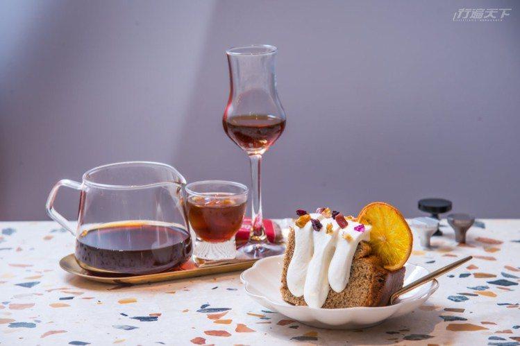 山上橙光的伯爵戚風蛋糕與鹿麓特選花咖啡,纏繞醇香幸福滋味,滿足味蕾享受。