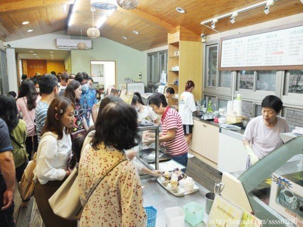 時序進入11月份,來【常美冰店(魔法阿嬤的新家)】吃冰的客人仍舊非常多!