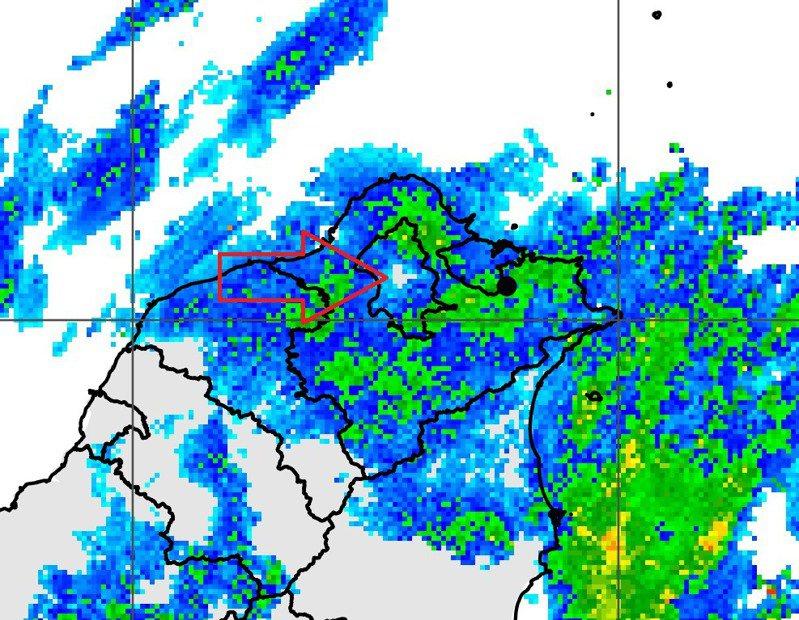 北部滿滿的回波,就台北市裡出現一塊白色沒回波的區域。圖/取自鄭明典臉書