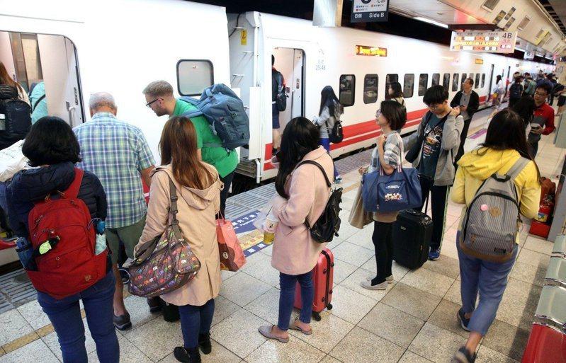 台鐵今天開放元旦連假訂票。本報資料照片