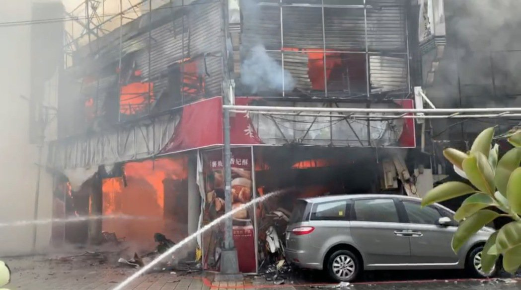 台中市中區繼光街、中山路商圈,今天上午11時許傳出火警,警、消獲報到場滅火,現場...