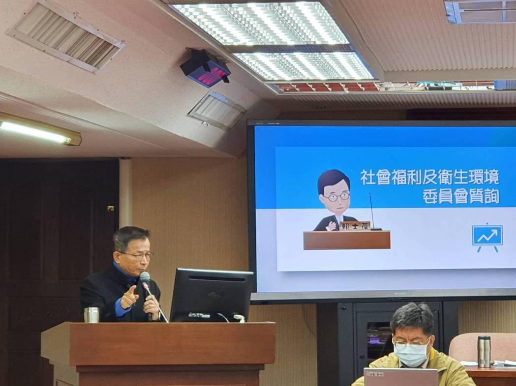 賴士葆萊豬的源頭管理「政府自己不做,要廠商自己做」。記者楊雅棠/攝影