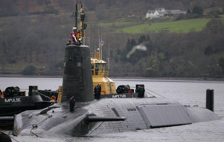 英國皇家海軍核動力彈道飛彈潛艦「復仇號」,攝於2006年。路透