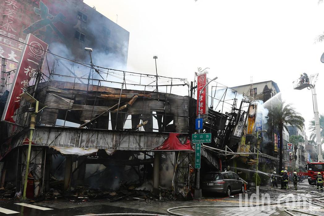 台中市中區繼光街、中山路商圈,今天上午傳出火警,警、消獲報到場滅火,現場濃煙竄天...