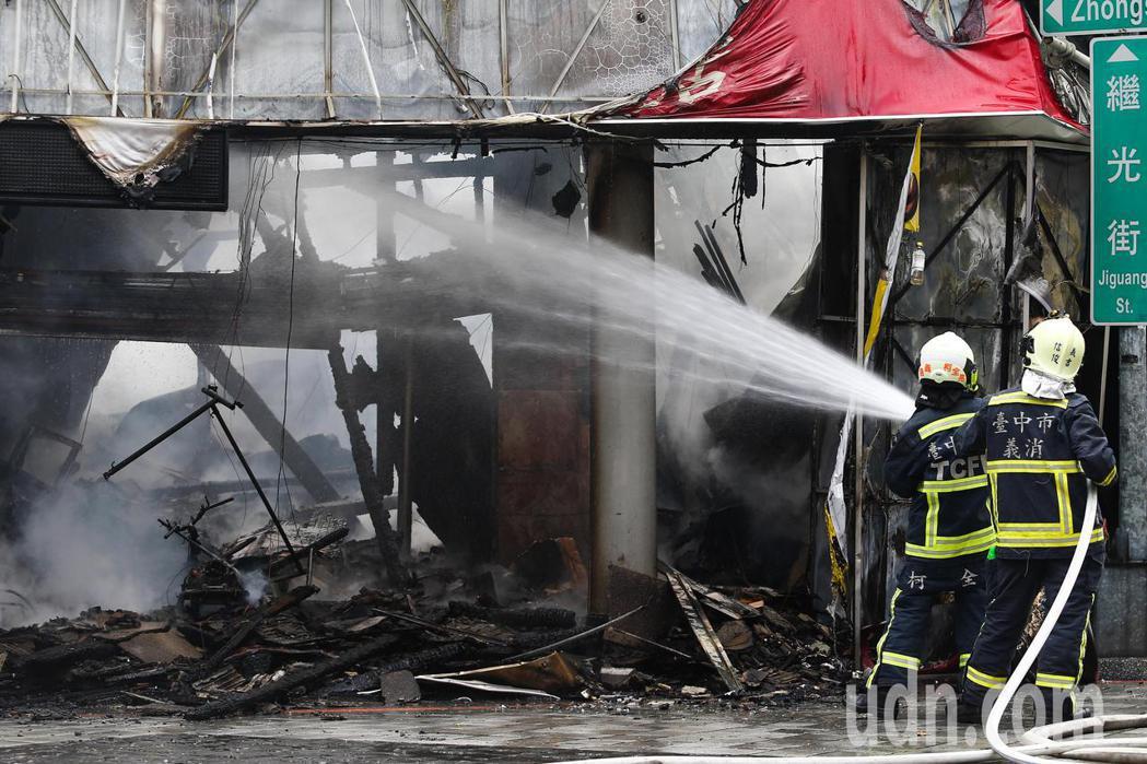 台中一福堂餅店發生火災,暫時沒有傳出人員傷亡。記者黃仲裕/攝影