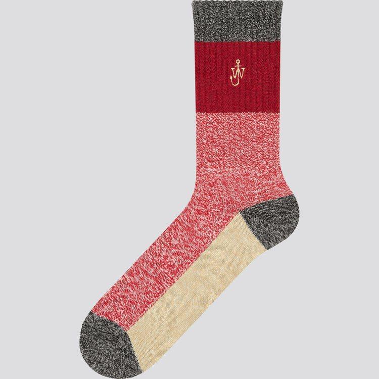 UNIQLO與JW ANDERSON聯名系列耶誕限定襪390元。圖/UNIQLO...