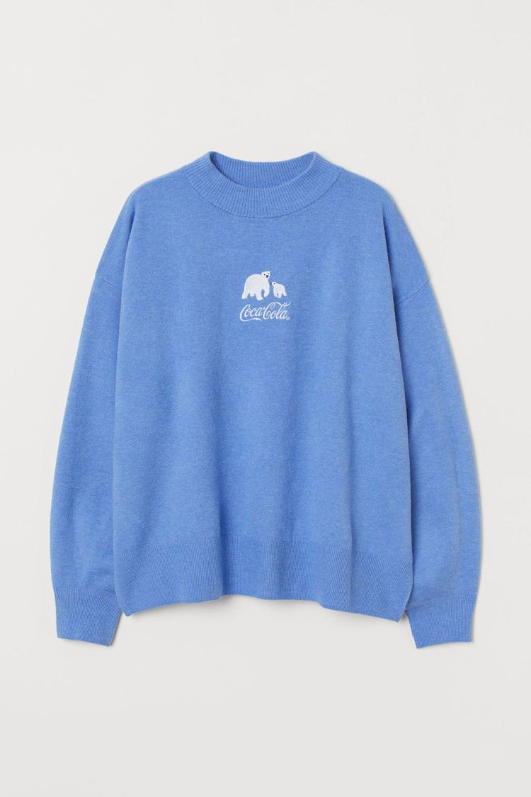 H&M亞洲時尚聯名可口可樂系列北極熊上衣699元。圖/H&M提供