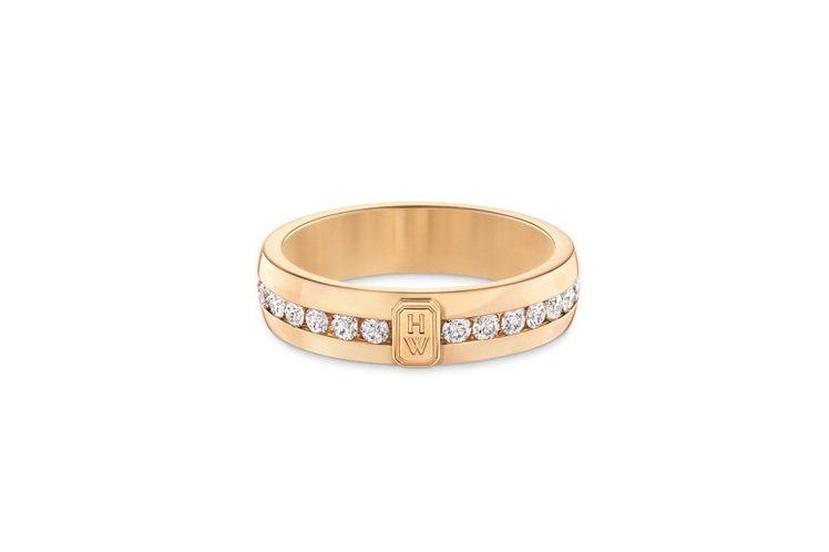 Harry Winston HW Logo系列18K黃金鑽石線戒,約21萬元。圖...