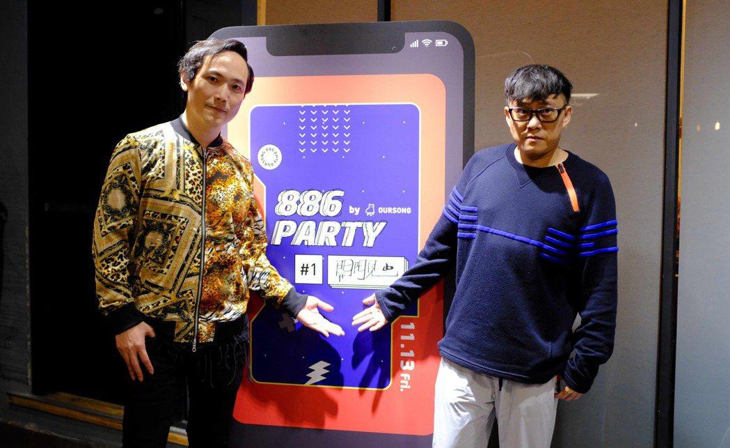 林夕(右)和回聲樂團的主唱柏蒼交流心得。圖/KKBOX提供