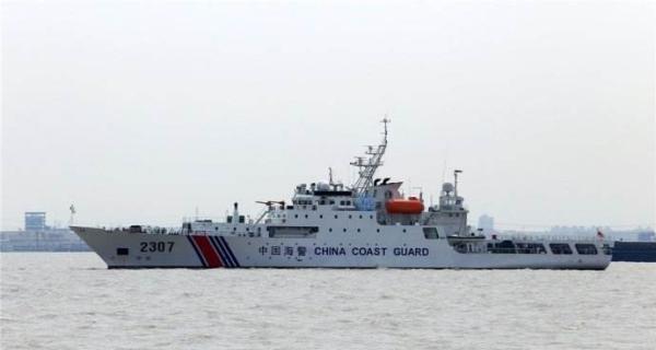 中國海警艦艇與馬來西亞海軍巡邏艦艇在南海對峙,有人揭露馬來西亞巡邏艦艇是由中國造船廠所承建。圖為中國海警2307艦艇。取自澎湃新聞