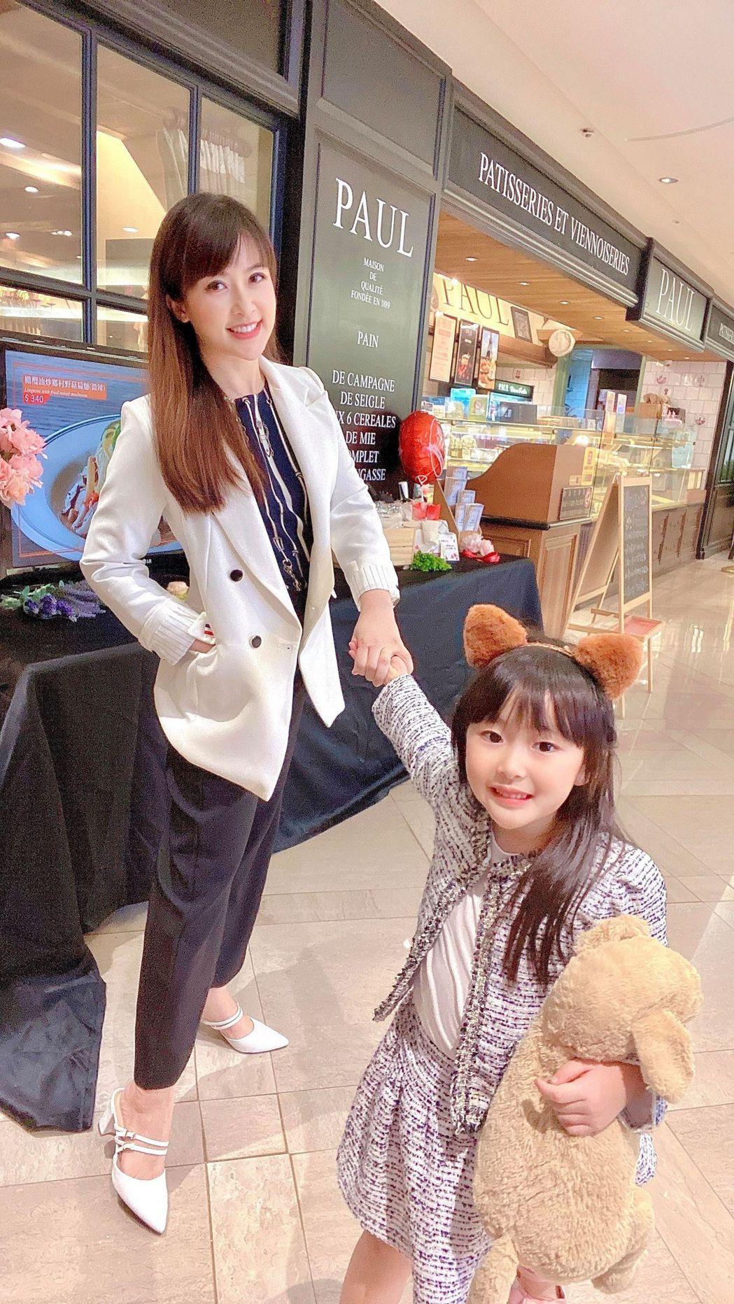 陳海茵(左)現階段覺得陪女兒成長比什麼事都重要。圖/陳海茵提供