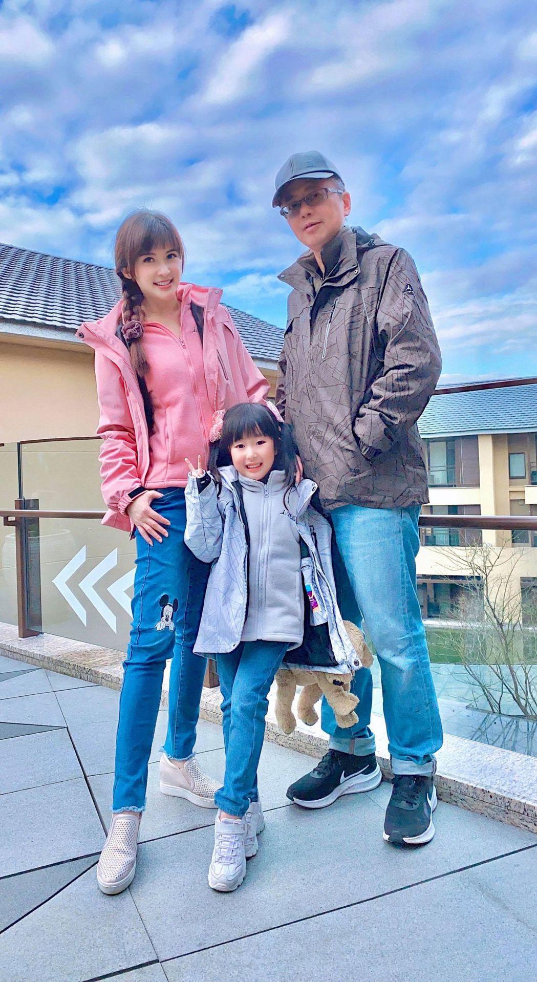 陳海茵(左)現階段覺得陪女兒成長比什麼事都重要,老公也非常支持。圖/陳海茵提供