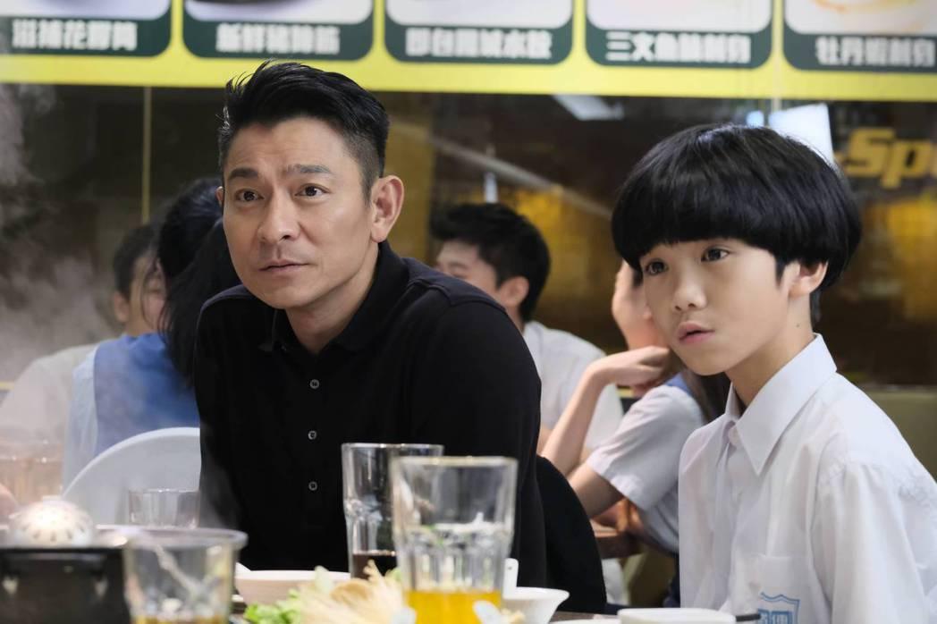 片中的13歲童星姚學智(右)表示不認識劉德華。圖/華映提供