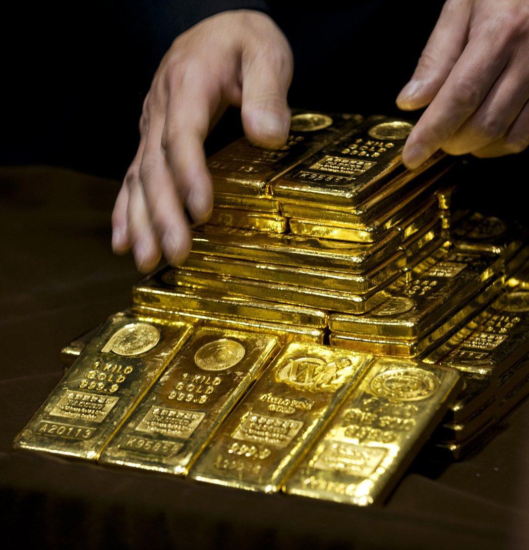 CNBC報導,德銀對金價已轉為偏空,預測短期內將跌逾12%。(美聯社)