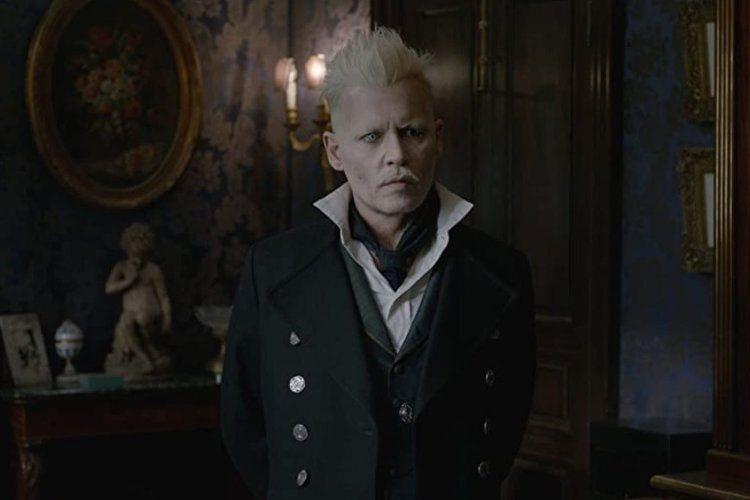 強尼戴普原本演出「怪獸與牠們的產地」系列大反派邪惡巫師「葛林戴華德」,卻因為與前妻安柏赫德的官司纏身,被華納兄弟影業要求離職,他應允後,華納兄弟影業改找「雙面人魔」丹麥影帝邁斯米克森接任,他也確定接...