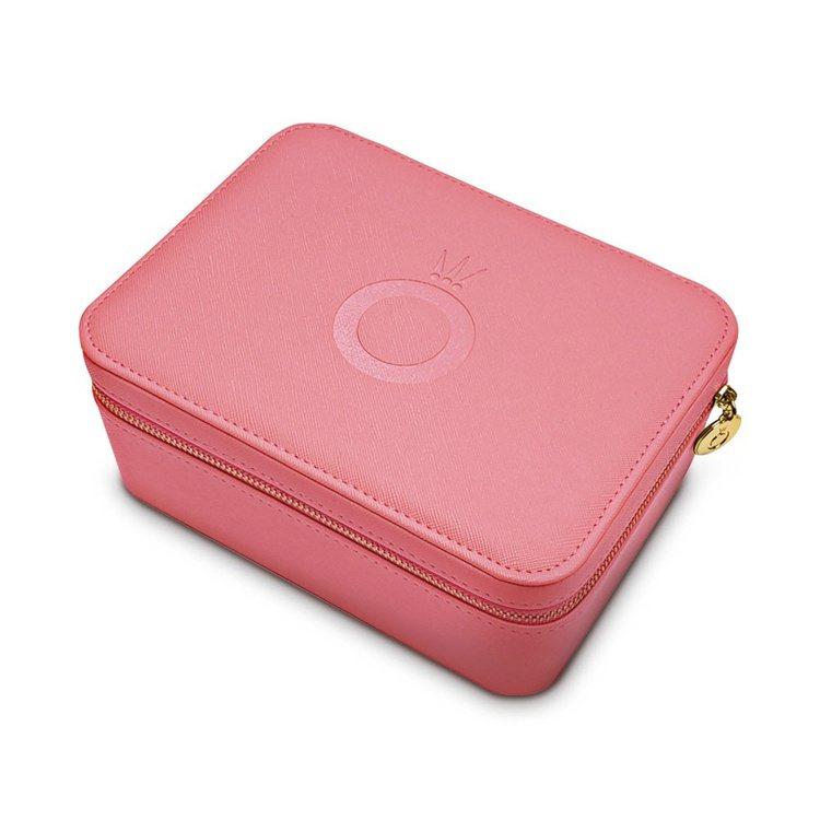 當日單筆結帳金額8,800元加贈「Pandora訂製珠寶盒」一個。圖/PANDO...