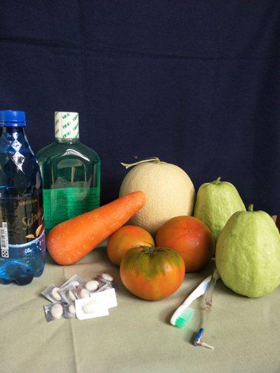 做好口腔清潔,要減少攝取魚肉或重口味的食物,飲食宜清淡,多吃蔬果、多喝水。圖╱吳...