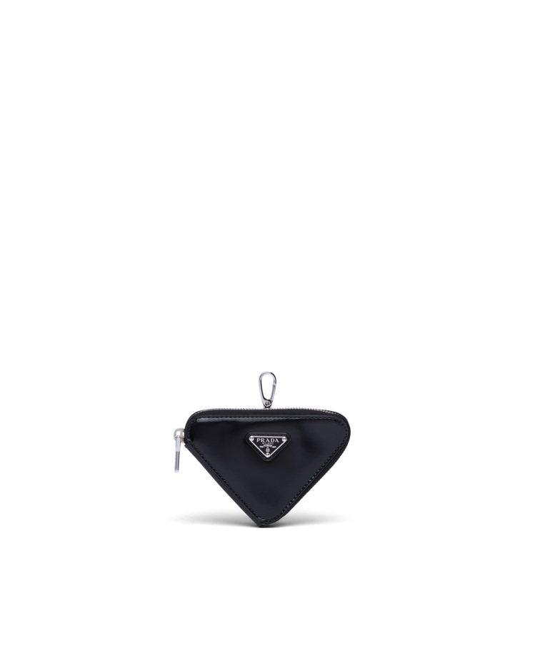 拋光皮革三角掛飾,13,500元。圖/Prada提供
