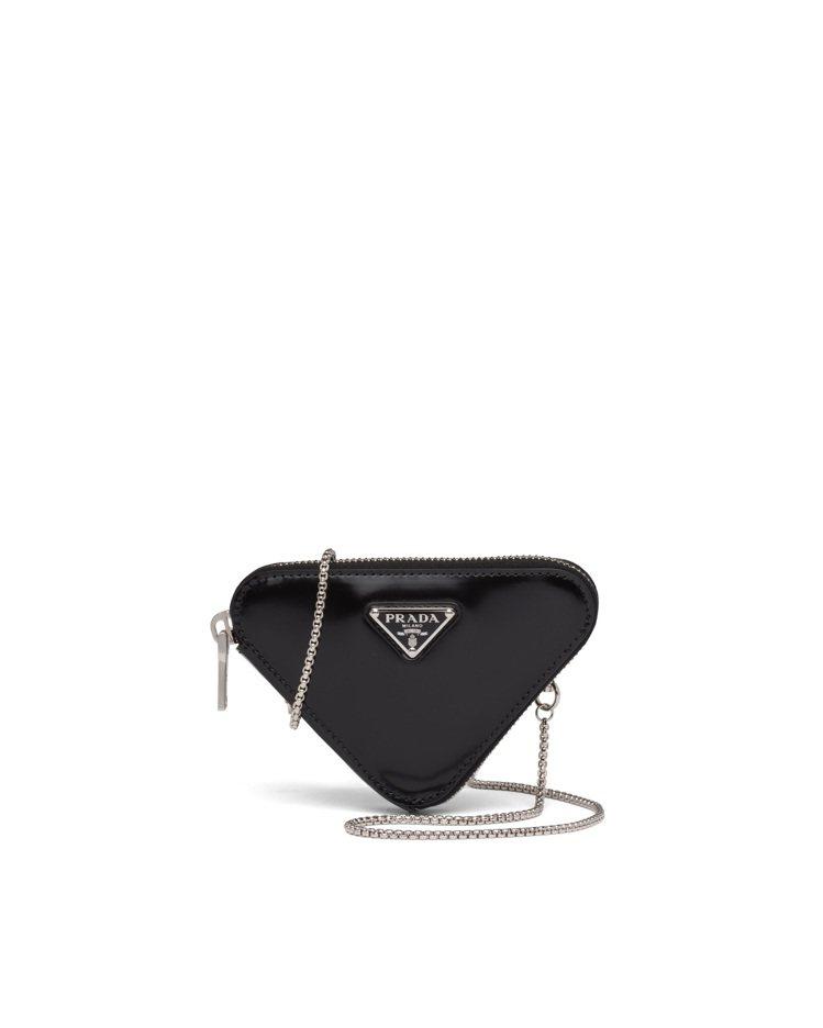 拋光皮革三角迷你包,23,000元。圖/Prada提供