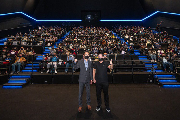 2020年雖然全球戲院業都受到新冠肺炎的嚴重打擊,台灣影迷卻也迎來最新、最高規格的杜比影院,桃園新光影城備受期待的全台首座杜比影院將從4日(週5)起正式營業,杜比視界(Dolby Vision)4K...