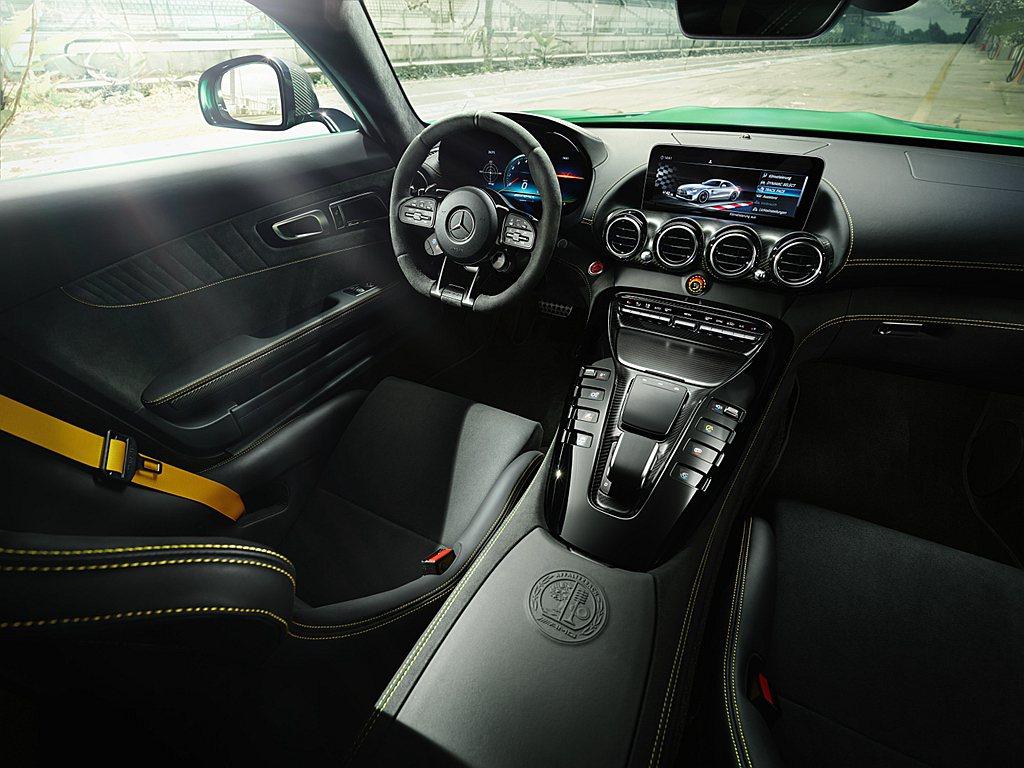 Mercedes-AMG GT內裝升級12.3吋寬螢幕數位儀表,和10.25吋螢...