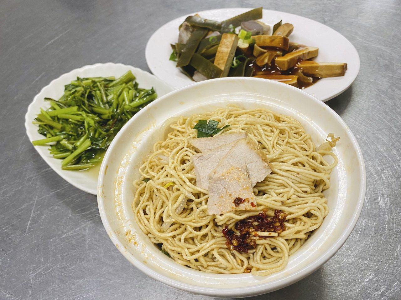 三民街老麵攤 圖/木馬文化 提供