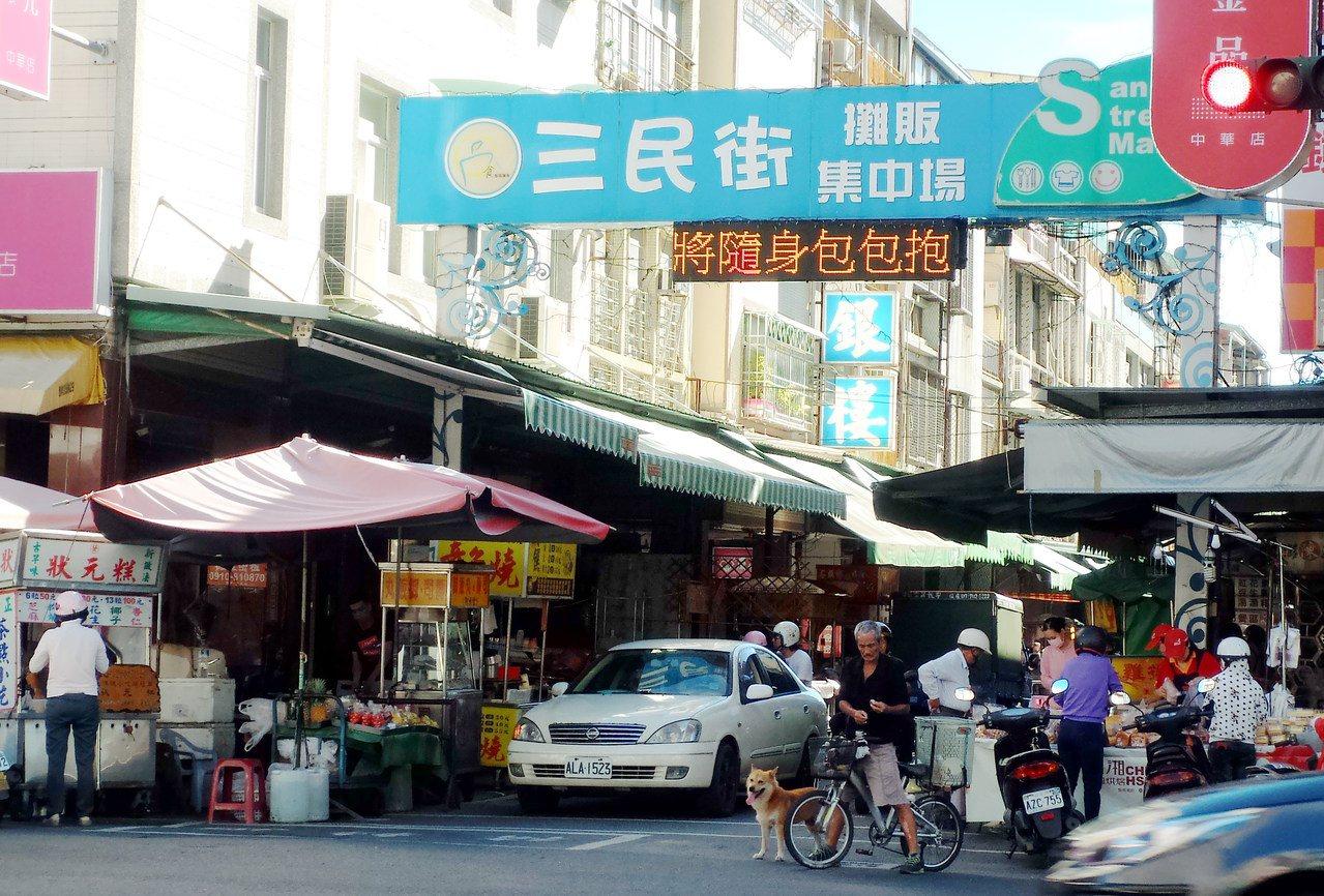 三民市場,有高雄市聞名的小吃街。 圖/林保光 攝影