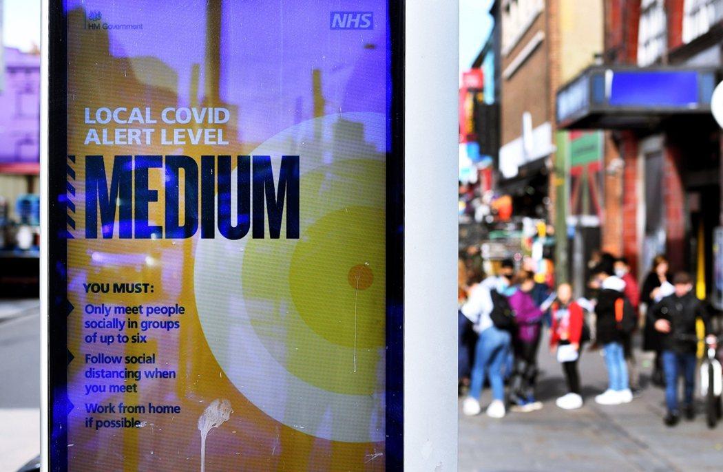 在過去的「承平時代」,每年過年前英國NHS都會不斷陷入第一線崩潰;年初疫情高峰時...