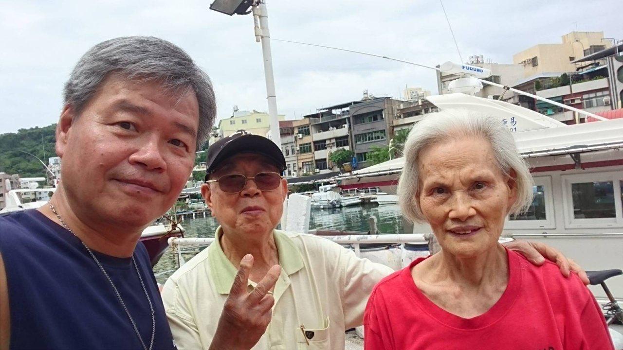 唐晞宇(左)退休後有更多時間陪伴父母及岳父母,享受親情。 圖/唐晞宇 提供