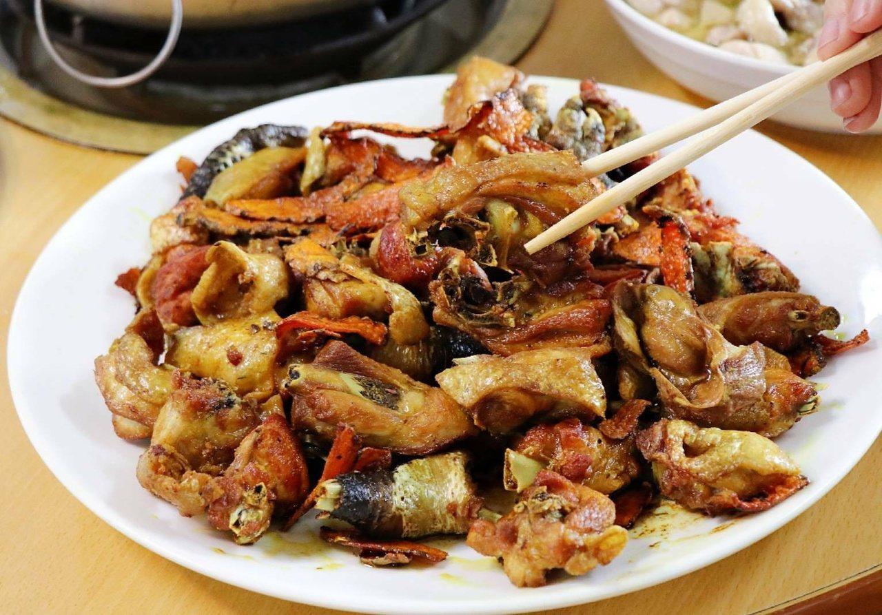 台南楠西梅嶺知名美食薑黃雞。 圖/陳居峰提供