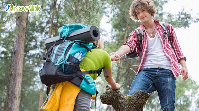 ▲根據2020年9月發表於《美國心理學會》的研究指出,善待及幫助他人有益於身心健...