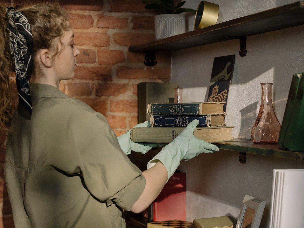 無法直接解決雜亂的物品,但又必須要維持整潔的兩難,建議準備每個人專用的收納抽屜或...
