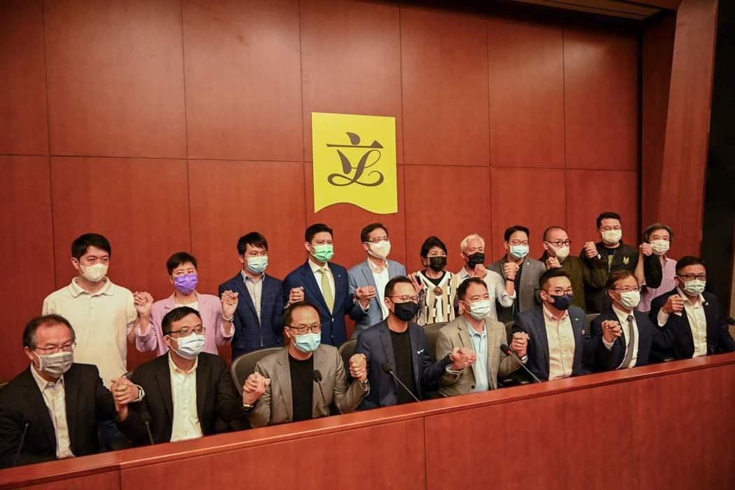 在政治空間極度窘迫下,泛民派議員串聯總辭,也將讓立法會在未來10個月內全由建制派...
