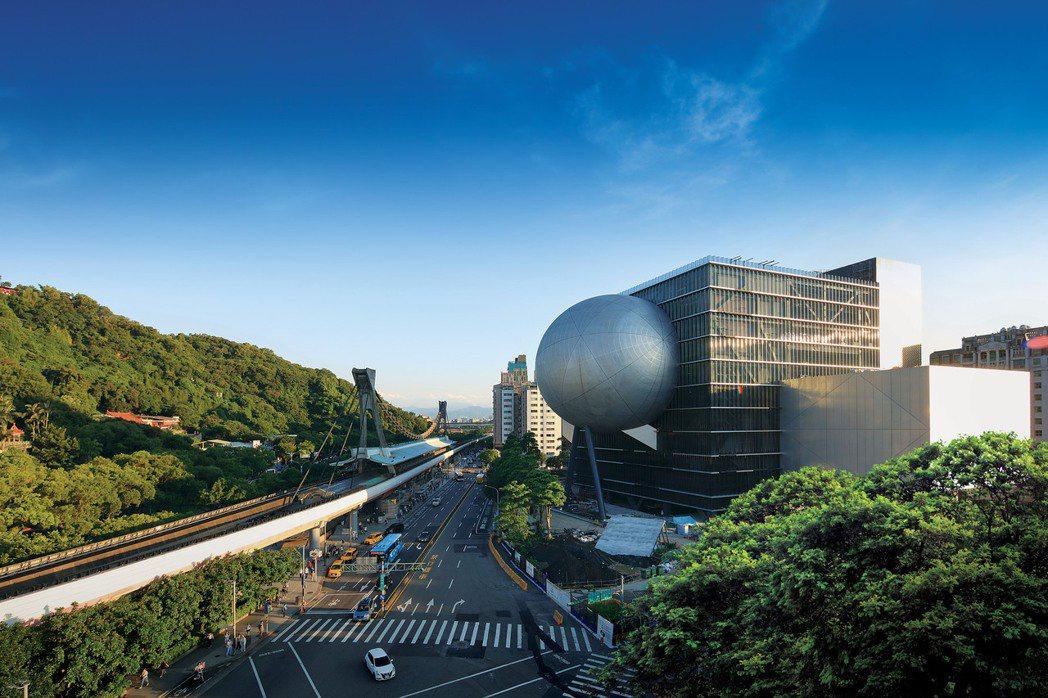 士林近幾年包括北士科園區題材、加上台北表演藝術中心,以及結合本案為融合交通、商場...