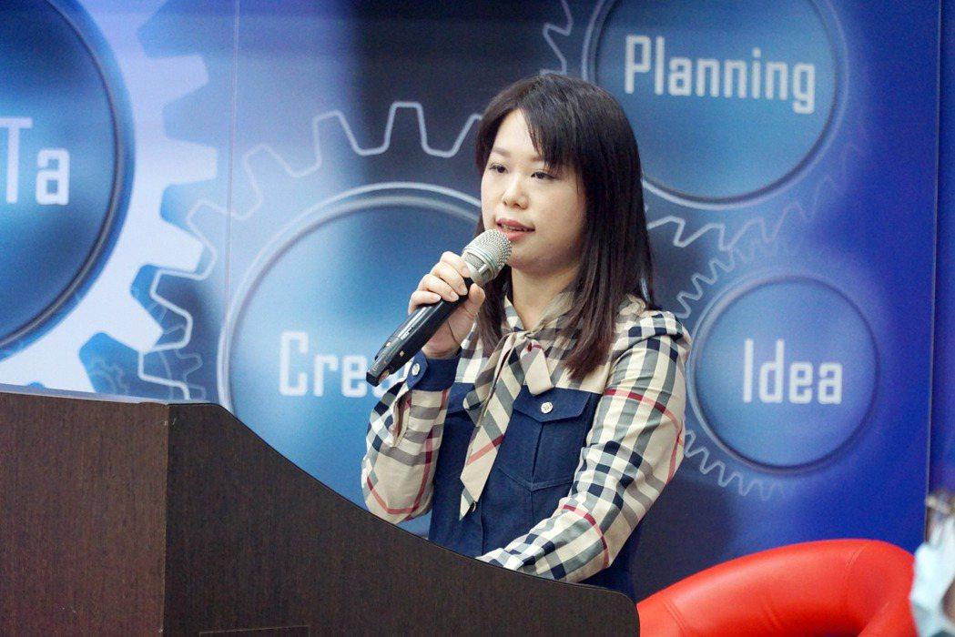 吟鴻茶葉公司負責人洪鈺雯,勇敢飛往中國廣州開拓茶業版圖。 大葉大學/提供。