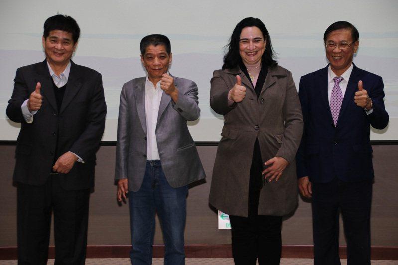 宏都拉斯駐台大使寶蒂絲妲(Eny Yamileth Bautista Guevara)(右2)4日拜訪南投縣長林明溱(右)、議長何勝豐(左2)等人,盼雙邊在農業及工商產業投資能有更多合作機會。中央社