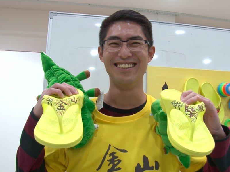 金山區長廖武輝希望長輩們參與好玩有趣的課程能夠愉悅身心,也要穿好鞋顧體力也顧腳力。 圖/紅樹林有線電視提供