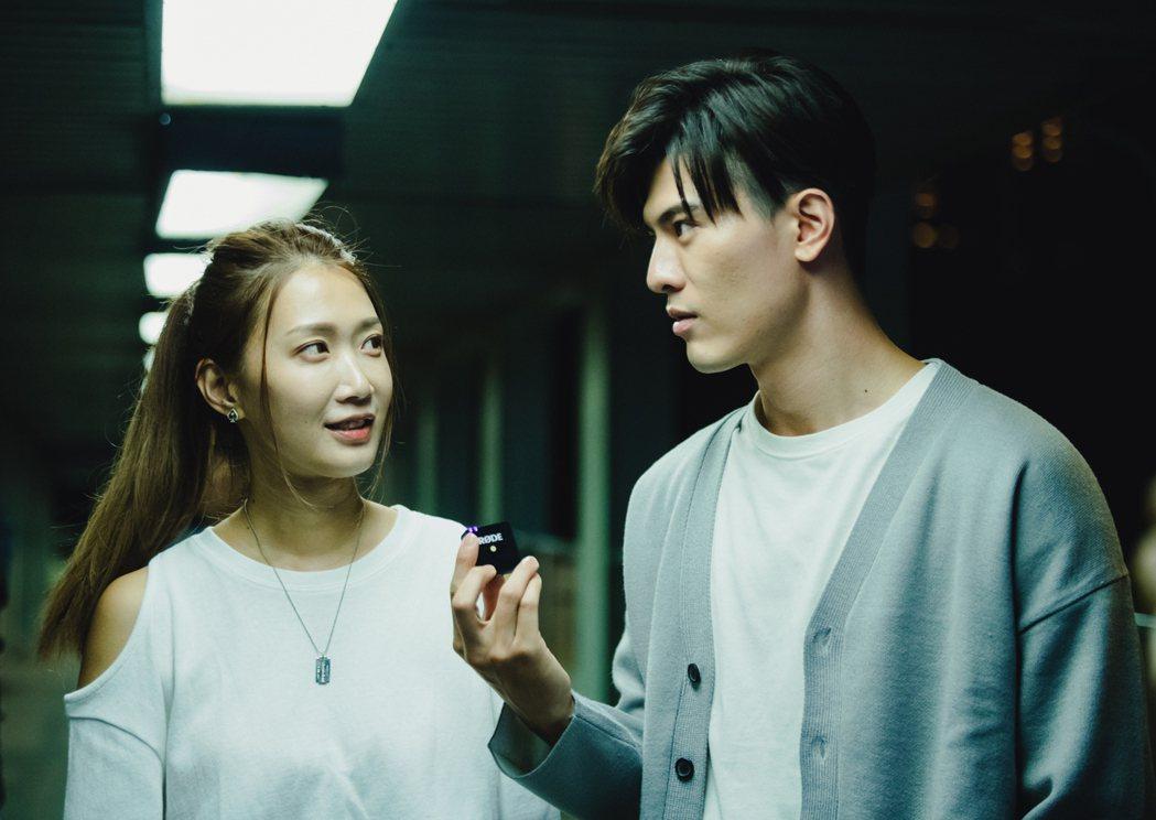 小玉兒Sonya(左)跟吳承洋是學姊、學弟關係。圖/齊映國際提供