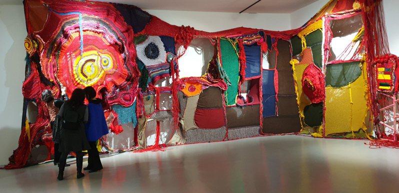 中國信託文教基金會昨晚於台北市立美術館舉辦「中國信託貴賓之夜」,邀請160位貴賓夜遊北美館。記者陳宛茜/攝影
