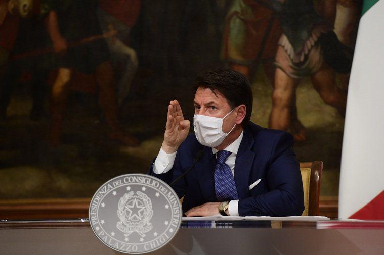 義大利總理孔蒂3日開記者會宣布針對耶誕節假期的全國旅行限制措施。新華社