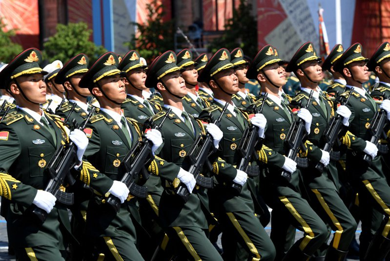 雷克里夫指出,美國情報顯示中國已對解放軍進行人體實驗,期望培育出具有生物強化能力的「超級士兵」。路透