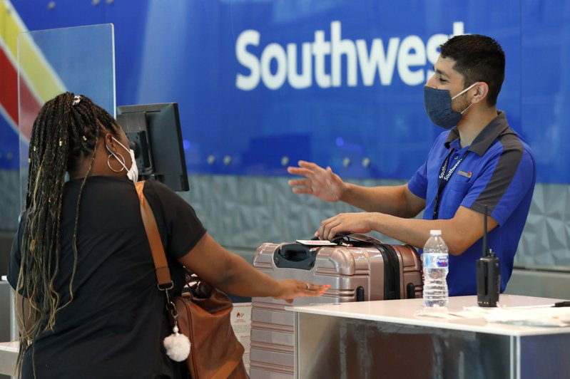 西南航空預告,明春恐多6,800人放無薪假。美聯社