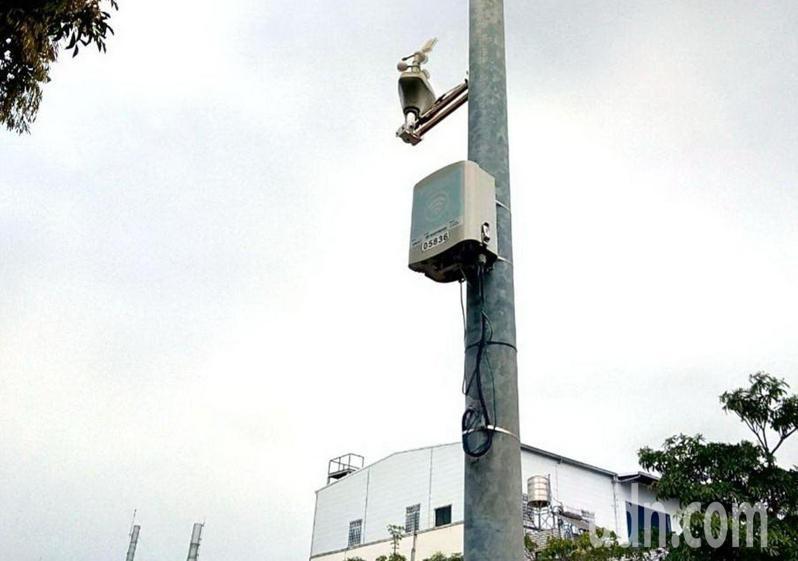 台南市環保局明年初再增設500台空氣品質微型感測器,建構更完善的空氣品質感測物聯網。記者鄭惠仁攝影