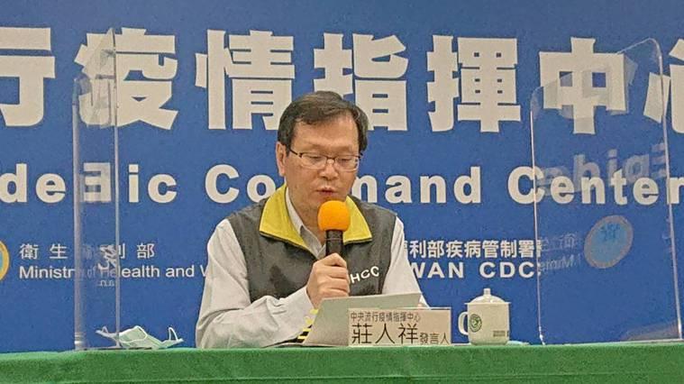 中央流行疫情指揮中心發言人莊人祥表示,新增四例新冠肺炎境外移入個案。記者陳婕翎/...