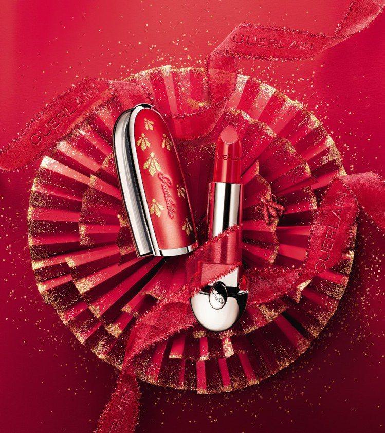 嬌蘭紅寶之吻高訂唇膏彩殼(燦紅金蜂限量版)/1,350元。圖/嬌蘭提供